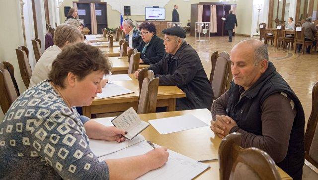Голосование на выборах президента России в посольстве РФ в Ереване, Армения. 18 марта 2018