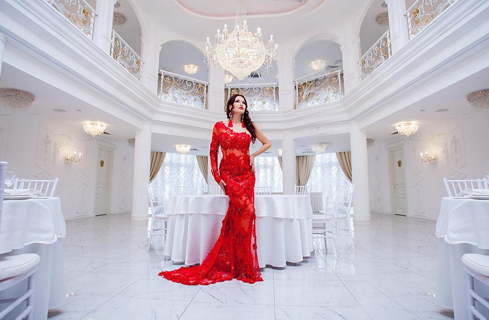Эвелина Бледанс в парк-отеле