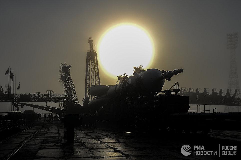 Вывоз ракеты-носителя Союз-ФГ c транспортным пилотируемым кораблем Союз МС-08 на стартовую площадку космодрома Байконур