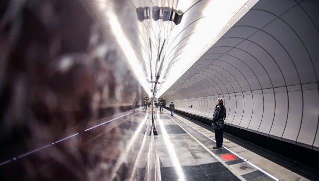 Пассажиры на станции метро Московского метрополитена. архивное фото