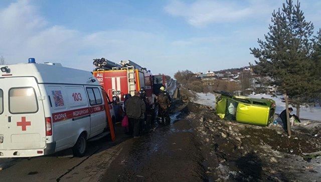 Вертолет эвакуирует в поликлинику  ребенка, пострадавшего вДТП в новейшей  столице