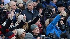 Митинг в память о жертвах пожара в ТЦ Зимняя вишня на площади Советов у здания администрации в Кемерово. 27 марта 2018