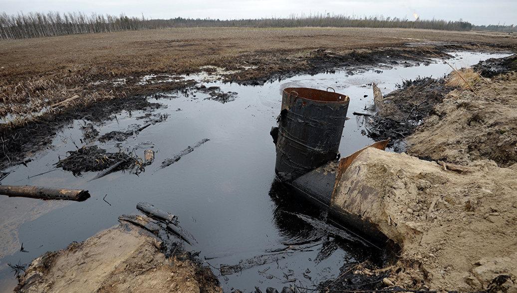 Фильтр для очистки загрязненной нефтью воды. Архивное фото