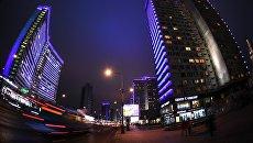 Здания на Новом Арбате в Москве, подсвеченные синим цветом в рамках международной акции Зажги синим (Light It Up Blue), которая приурочена к Всемирному дню распространения информации об аутизме