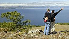 Туристы на острове Ольхон. Прибайкальский национальный парк.