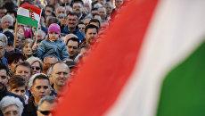 Сторонники партии Фидес премьер-министра Виктора Орбана в Секешфехерваре, Венгрия. 6 апреля 2018