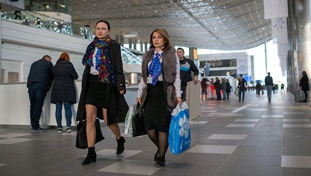 Пассажиры нового терминала Крымская волна международного аэропорта Симферополь