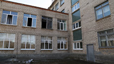 Здание общеобразовательной школы №1 в Стерлитамаке, где ученик коррекционного класса напал с ножом на учительницу и поджег класс информатики. 18 апреля 2018