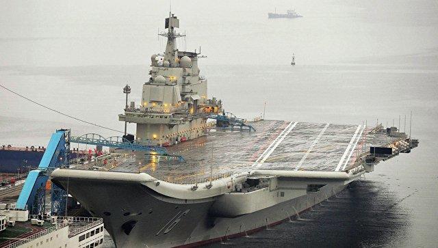 Первый китайский авианосец в доках порта Далянь, 22 сентября 2012