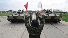 Боевые машины пехоты БМП-3 на репетиции военного парада в Ростове-на-Дону. 19 апреля 2018
