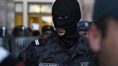 Сотрудники полиции в Ереване. Архивное фото