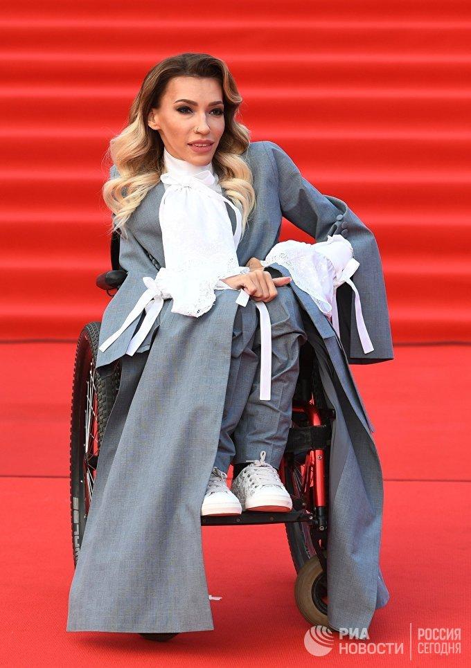 Певица Юлия Самойлова на церемонии открытия 40-го Московского международного кинофестиваля (ММКФ)