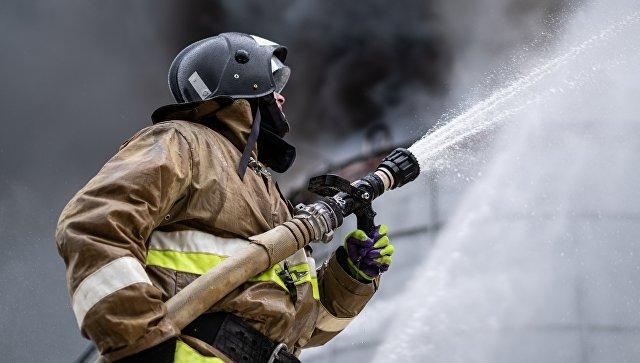 В  Подмосковье горит ангар Гжельского кирпичного завода