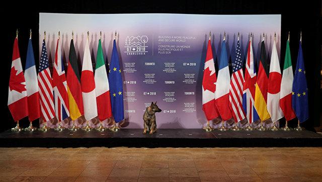 Флаги стран-участниц встречи глав МИД Большой семерки в Торонто, Канада. 23 апреля 2018