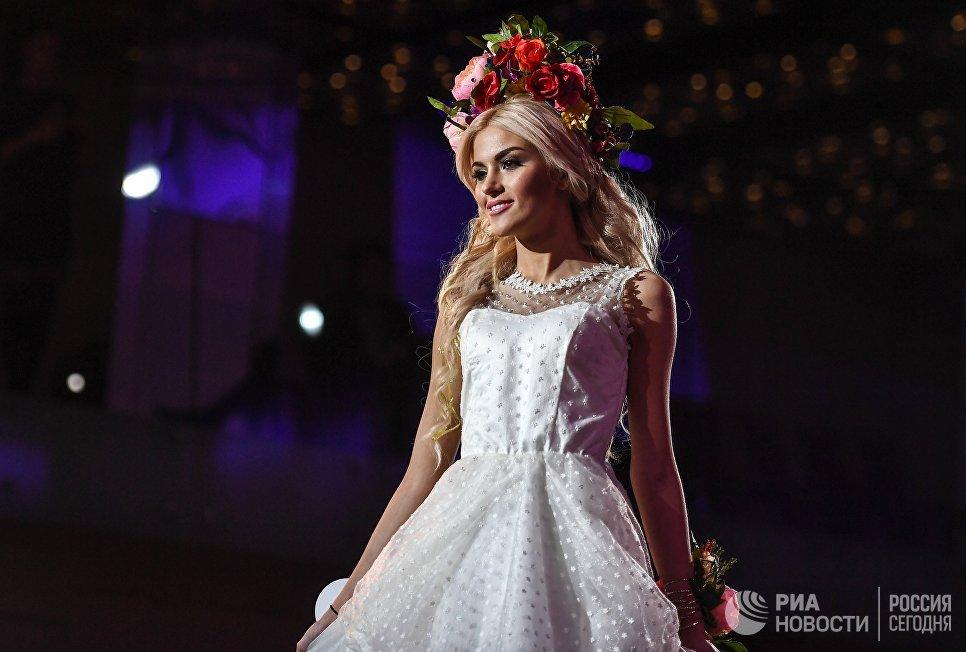 Участница конкурса красоты «Российская красавица — 2018» во время соревнований в отеле Корстон в Москве