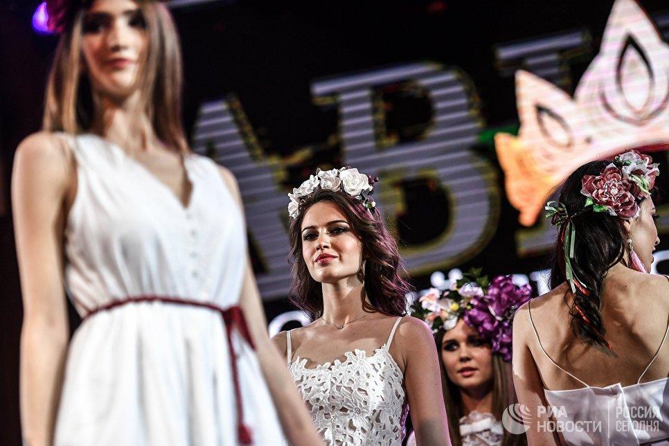 Участницы конкурса красоты «Российская красавица — 2018» во время соревнований в отеле Корстон в Москве