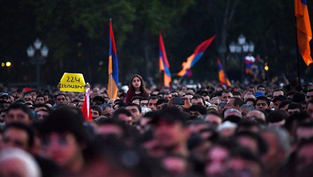 Москва в отношениях с Ереваном выполняет свои обязательства, заявили в МИД