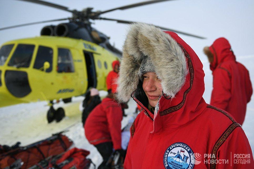 Участница 10-й Большой арктической экспедиции под руководством полярника Матвея Шпаро на Северном полюсе.