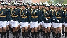 Курсантки Военного университета министерства обороны РФ на генеральной репетиции военного парада на Красной площади. 6 мая 2018