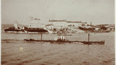 Подводная лодка Камбала заходит в Южную бухту Севастополя
