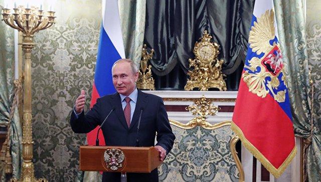 Президент РФ В. Путин провел встречу с членами правительства в Кремле