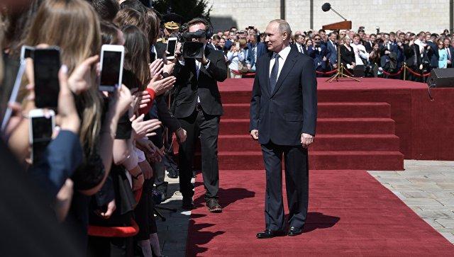 Президент РФ Владимир Путин после инаугурации на Соборной площади Кремля. 7 мая 2018