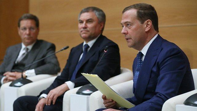 Исполняющий обязанности председателя правительства РФ Дмитрий Медведев во время встречи с депутатами фракции Единая Россия в Государственной Думе РФ. 7 мая 2018