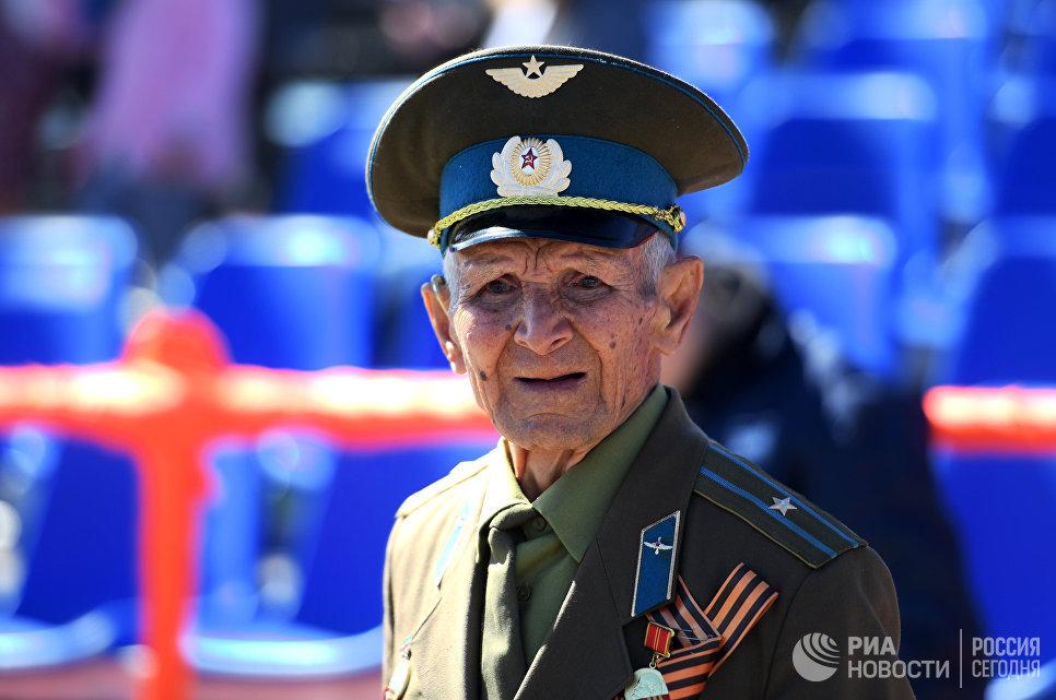 Ветеран Великой Отечественной войны на военном параде в Казани, посвященном 73-й годовщине Победы в Великой Отечественной войне