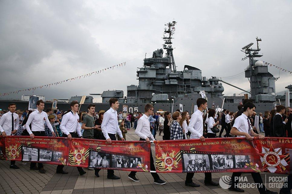 Участники акции Бессмертный полк в Новороссийске