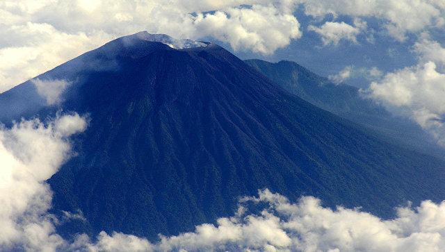 Наострове Ява объявлена эвакуация из-за извержения вулкана
