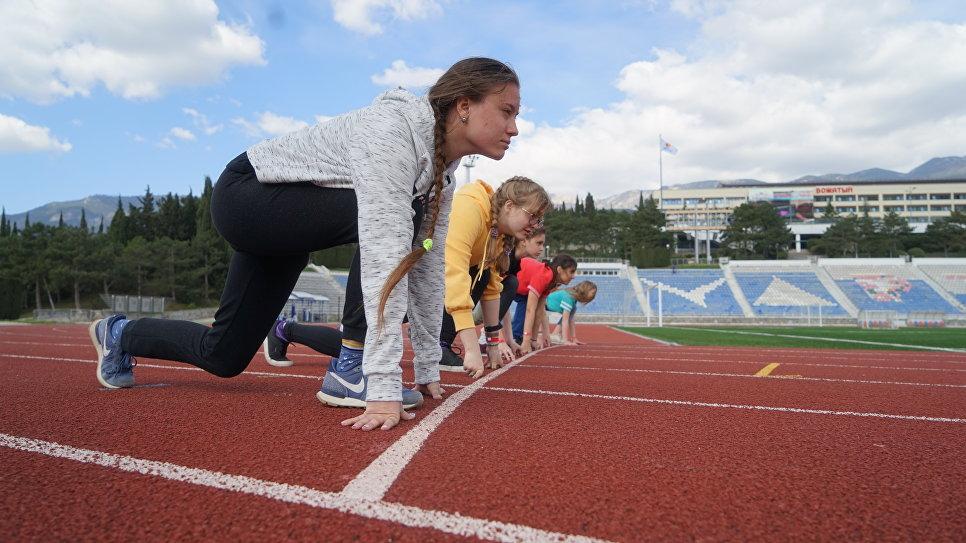 Занятия спортом на Центральном стадионе МДЦ Артек