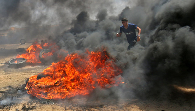 Столкновения палестинцев и израильских военных на границе сектора Газа с Израилем. Архивное фото