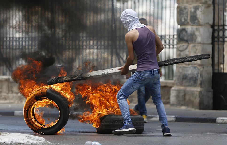 Столкновения палестинцев и израильских военных в городе Вифлеем