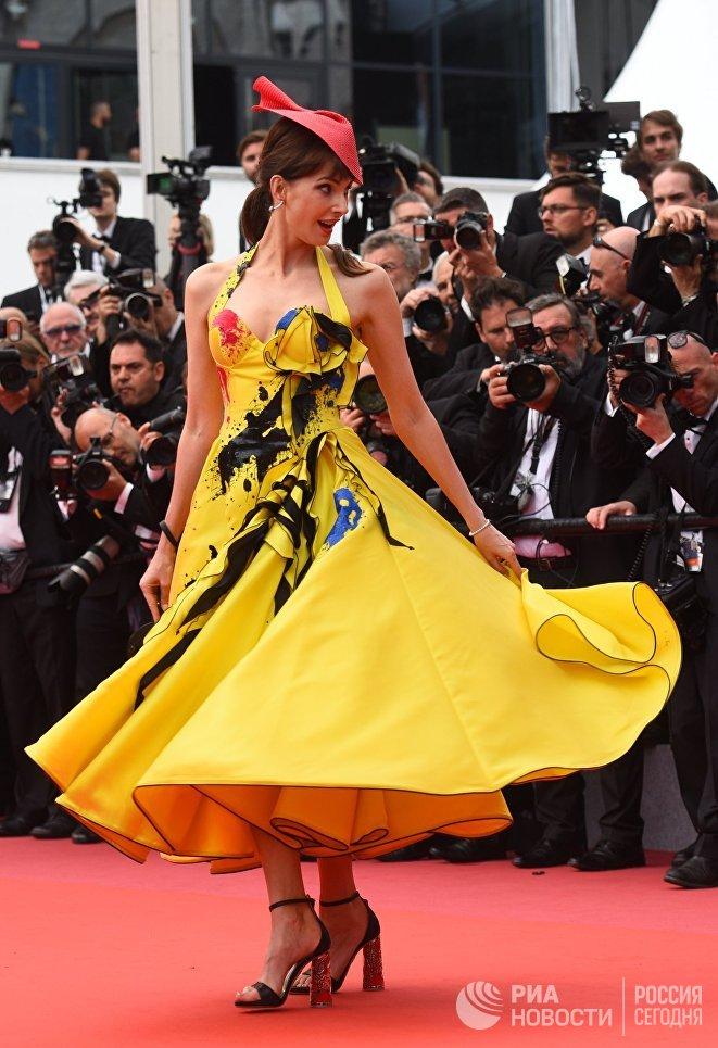 Актриса Фредерик Бель на красной дорожке 71-го Каннского международного кинофестиваля