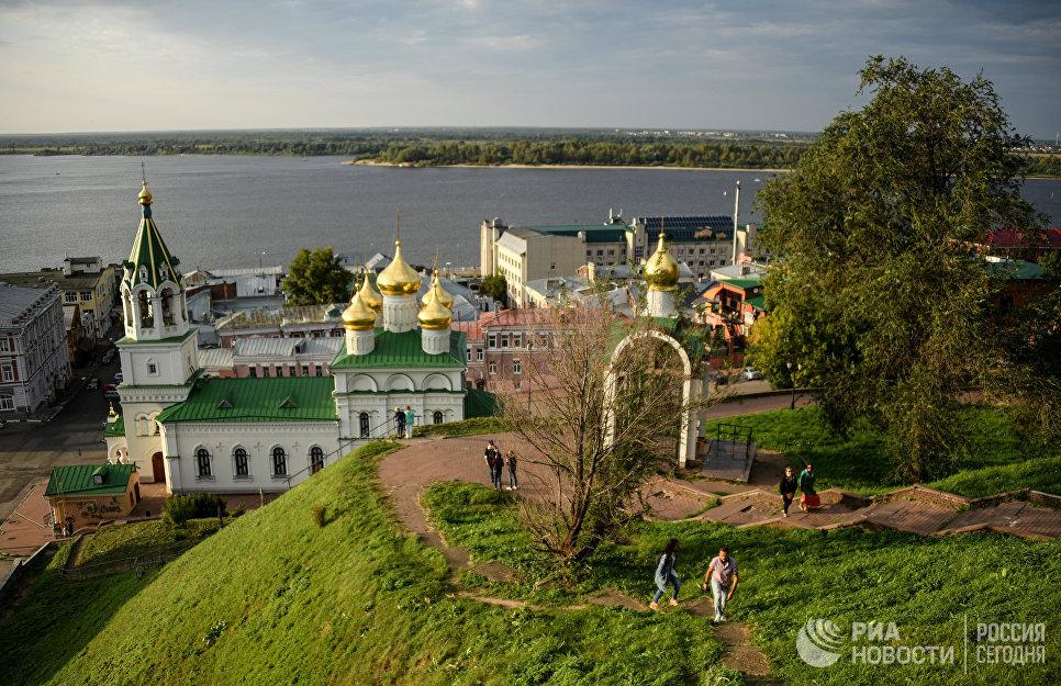 Вид на церковь Рождества Иоанна Предтечи на Торгу в Нижнем Новгороде