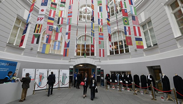 Флаги стран-участниц Санкт-Петербургского международного юридического форума LF 2018