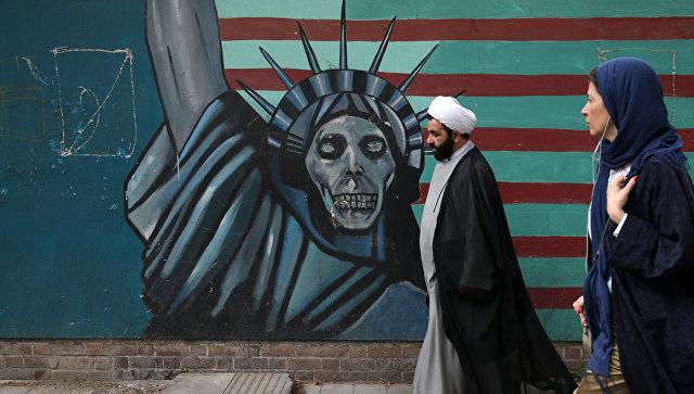 Антиамериканский рисунок в Тегеране. Архивное фото