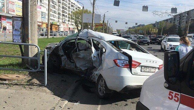 Машина Дмитрия Волкова, погибшего в ДТП в Челябинске 20 мая