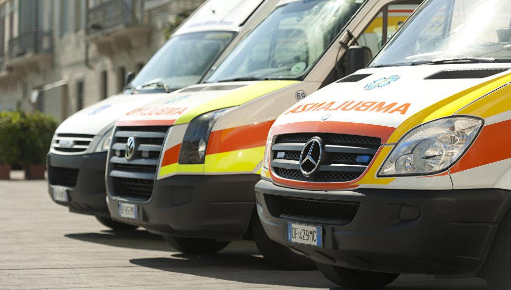 Автомобили скорой помощи во Флоренции, Италия. Архивное фото