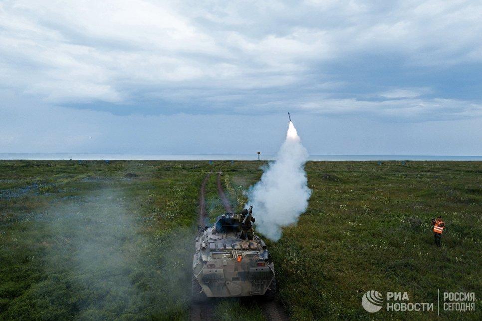 Военнослужащий стреляет из переносного зенитного ракетного комплекса Игла на всеармейском конкурсе Чистое небо-2018