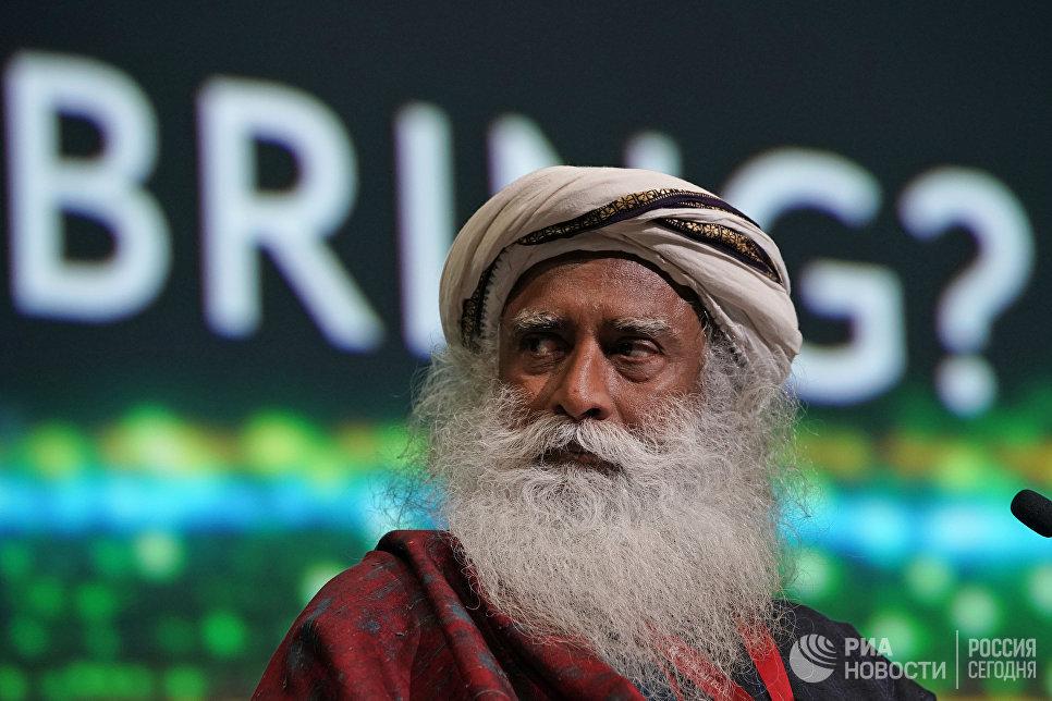 Йогин, мистик, основатель фонда «Иша» Садхгуру на пленарной сессии Сбербанка Транзитный мир: что завтра? в рамках Петербургского международного экономического форума