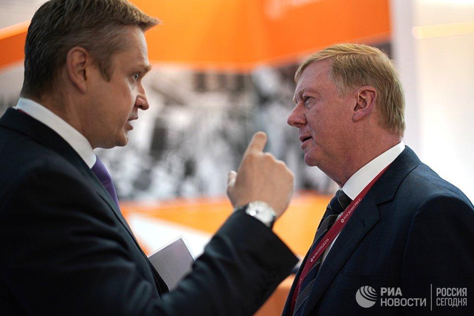 Председатель правления УК Роснано Анатолий Чубайс (справа) на Петербургском международном экономическом форуме