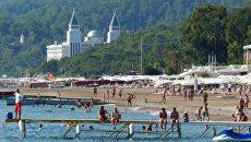 Пляж одного из курортов Антальи. Архивное фото