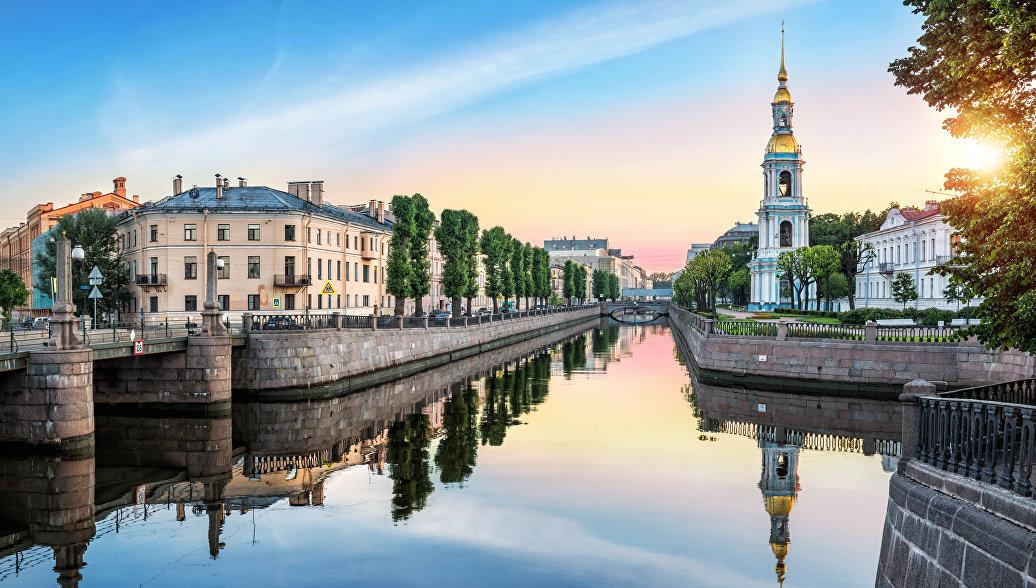 Пикалов мост на пересечении Крюкова и Грибоедов каналов в Санкт-Петербурге