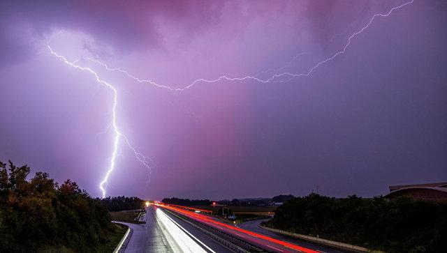 Лондонский аэропорт Стенстед задержал десятки рейсов из-за удара молнии