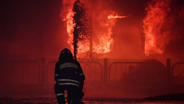 На северо-западе Москвы загорелся деревянный храм