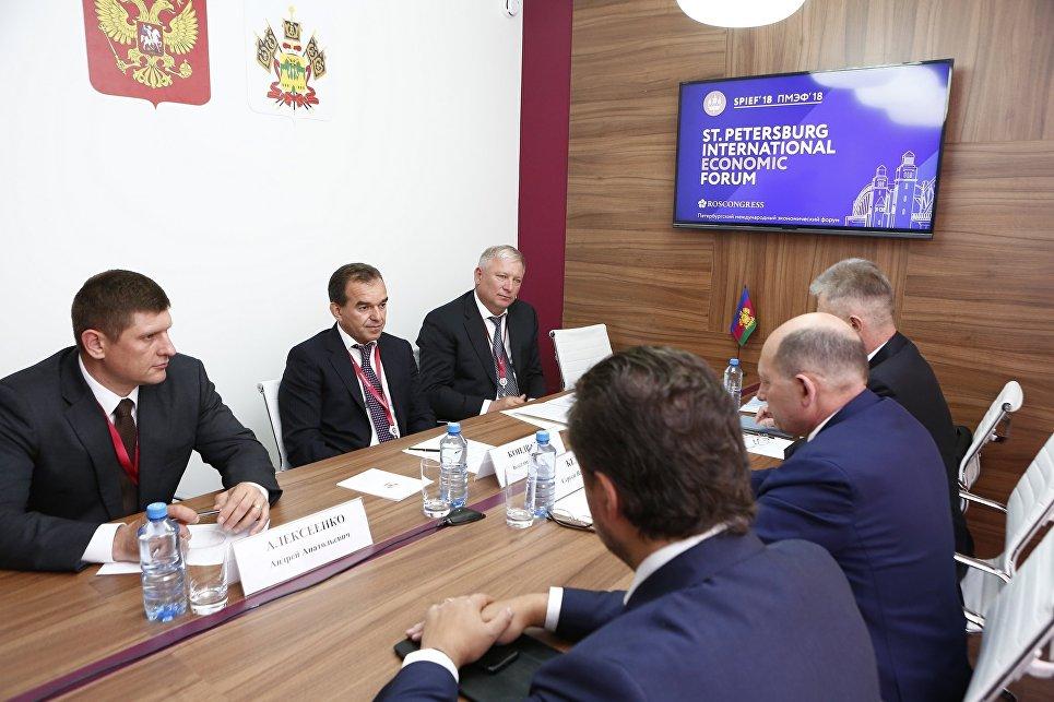 Еще одно крупное соглашение Кубань заключила с компанией Томатэк, которая планирует строительство тепличного комплекса с инженерными коммуникациями по выращиванию томатов на территории Северского района региона