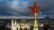Звезда на Спасской башне Московского Кремля. архивное фото
