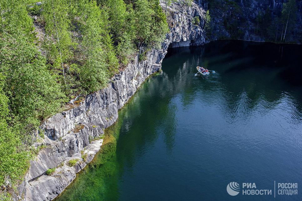 Мраморный каньон в горном парке Рускеала в Сортавальском районе Карелии