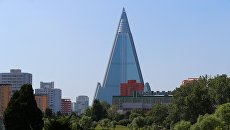 Вид на гостиницу Рюгён в Пхеньяне. Архивное фото